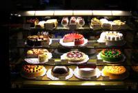 Витрина с тортами
